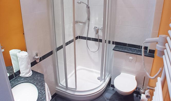 hotel mit modernen zimmern fantastischer aussicht und morderner ausstattung. Black Bedroom Furniture Sets. Home Design Ideas