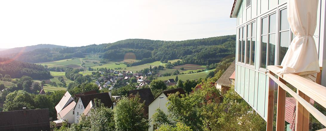 Panorama-Terrasse mit Blick ins Tal